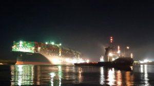 Disincagliata la portacontainer Ever Given nel Canale di Suez